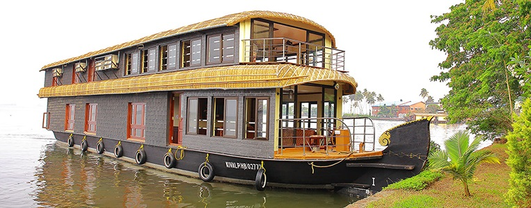 Six Bedroom Deluxe Houseboat