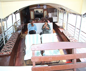 One Bedroom Deluxe Houseboat