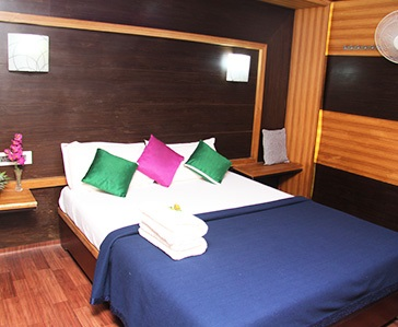 three bedroom deluxe houseboat