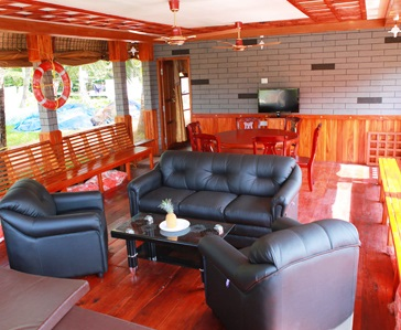 Four Bedroom Deluxe Houseboat